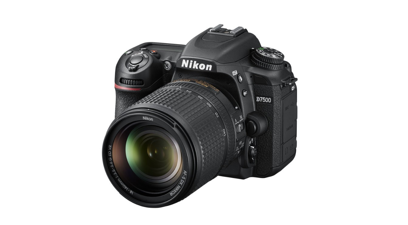 Fotocamera Digitale Reflex Nikon D7500 Kit + 18-140mm Nikon VR