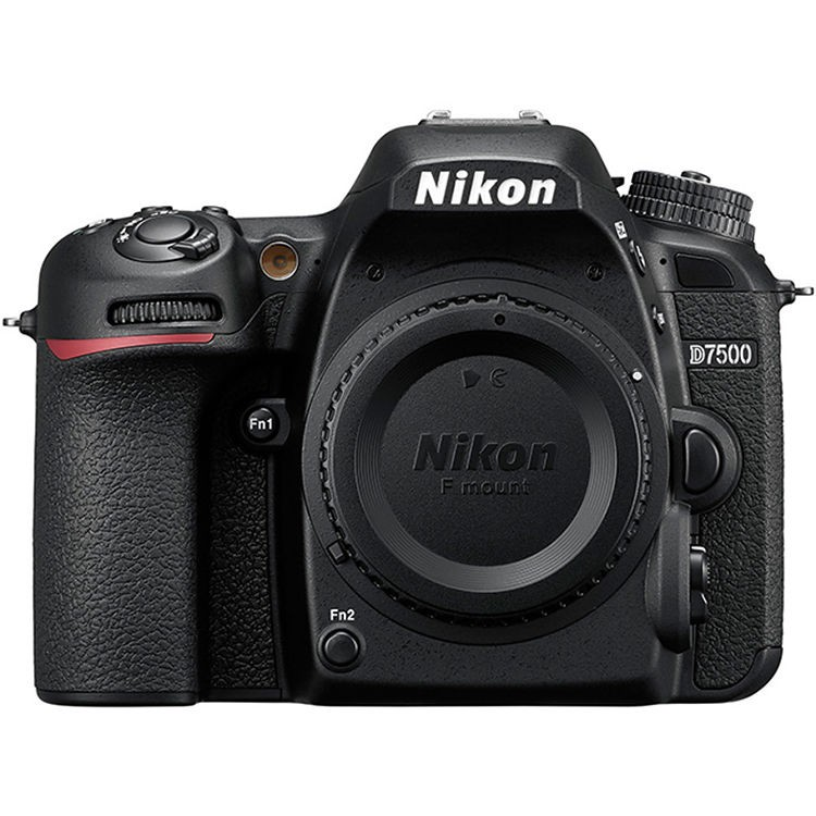 Fotocamera Digitale Reflex Nikon D7500 Kit + 18-200mm Nikon VR